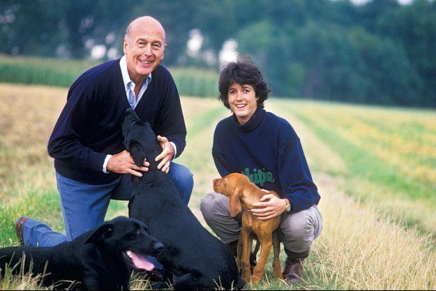En 1987, Jacinte présente Champagne, son jeune braque hongrois, à Alaska et Beauty, les labradors de son père.
