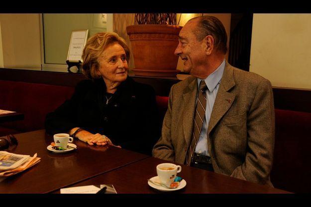 Après avoir passé la matinée de samedi à la Foire du livre de Brive, Jacques et Bernadette Chirac déjeunent à la Taverne du sommelier à Tulle.