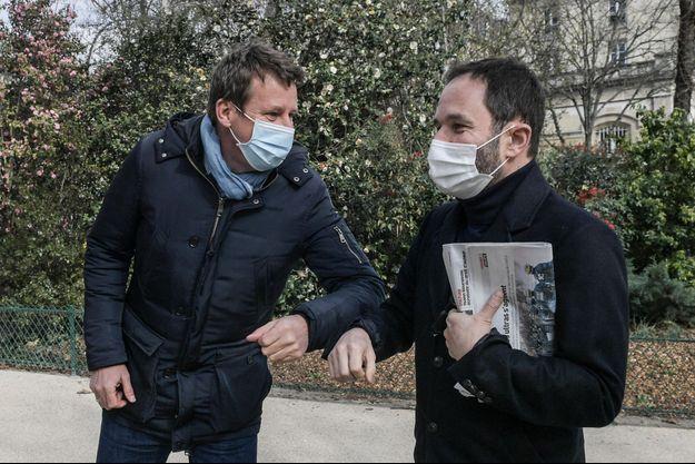 Yannick Jadot et Benoît Hamon réunis dans le 20e arrondissement, le 5 mars, pour soutenir la candidature de l'écologiste Antoinette Guhl à la législative partielle de la 15e circonscription de Paris