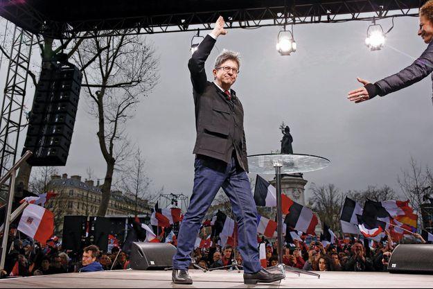 Le candidat de La France insoumise, le 18 mars, lors de son grand rassemblement parisien.