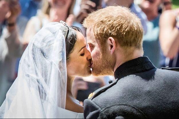 Le baiser entre Meghan Markle et le prince Harry.