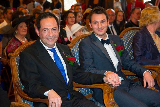 Jean-Luc Romero et Christophe Michel lors de leur mariage à Paris le 27 septembre 2013.