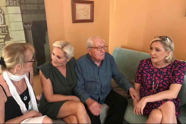 Yann, Marie-Caroline, Jean-Marie et Marine Le Pen