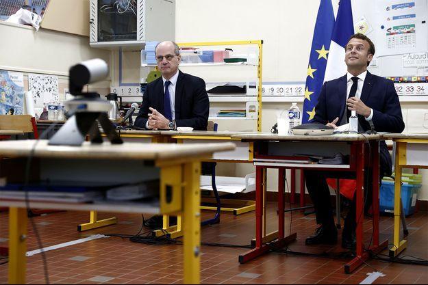 Jean-Michel Blanquer et Emmanuel Macron, le 5 mai, à Poissy.