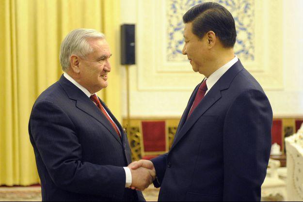 Le président chinois Xi Jinping et Jean-Pierre Raffarin, en 2011 à Pékin.