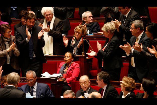 Christiane Taubira, au centre des applaudissements.