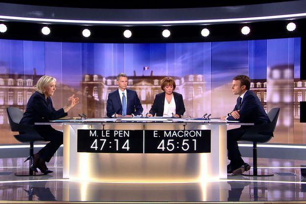 Marine Le Pen face à Emmanuel Macron, mercredi soir, lors du débat d'entre deux tours.