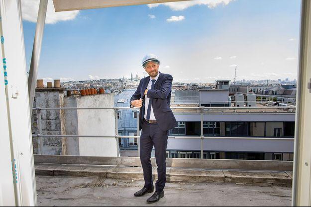 Le délégué général d'En marche!, Stanislas Guerini, sur le chantier des futurs locaux du parti, dans le VIIIe arrondissement de Paris, le 7 juin.