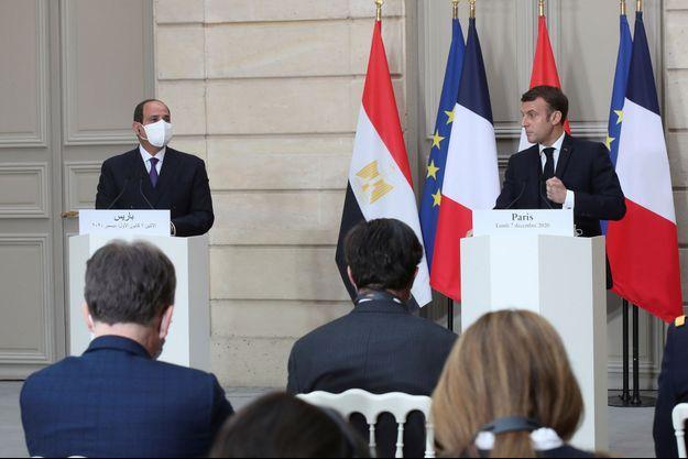 Le président égyptien Abdel Fattah al-Sissi et Emmanuel Macron lundi à l'Elysée.