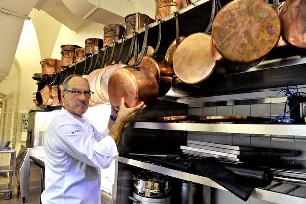 Bernard Vaussion pose dans sa cuisine élyséenne le 29 octobre dernier.