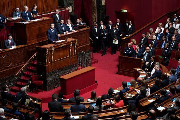 La réunion des députés et sénateurs en Congrès à Versailles a débuté par une minute de silence en hommage à Simone Veil.