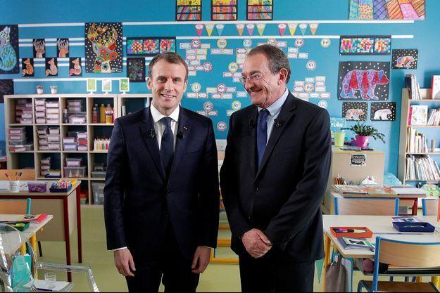 Emmanuel Macron et Jean-Pierre Pernaut, jeudi dans une école de Berd'huis, petit village de l'Orne.