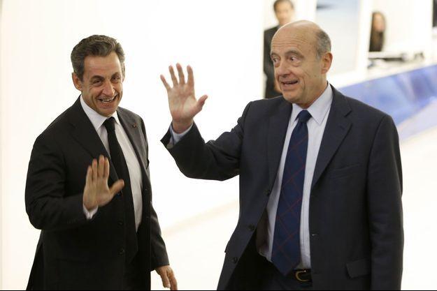 Nicolas Sarkozy, nouveau président de l'UMP, avec Alain Juppé, le 3 décembre.