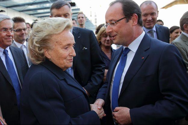 Bernadette Chirac et François Hollande le 10 juillet dernier, lors d'une visite de l'hôpital Necker, à Paris.