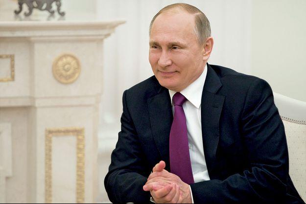 Le Kremlin dément toute ingérence dans la présidentielle française.