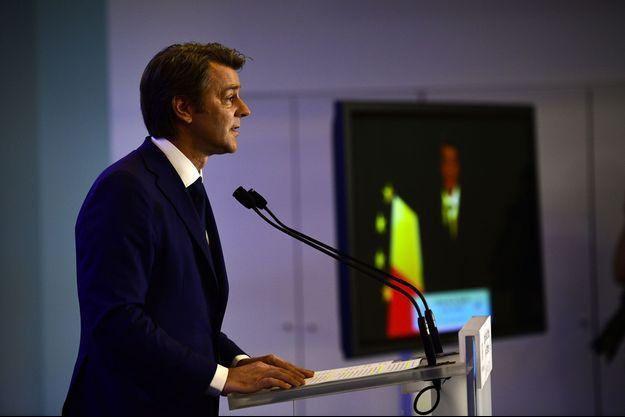 François Baroin au siège des Républicains, dimanche soir.