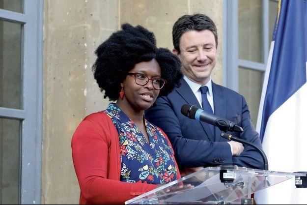 Sibeth Ndiaye et Benjamin Griveaux, lundi 1er avril, lors de la passation de pouvoir.