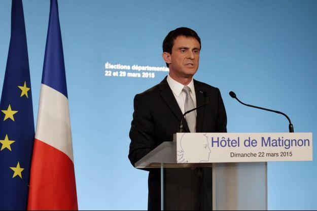 Le Premier ministre Manuel Valls a pris la parole dès les premières estimations connues.
