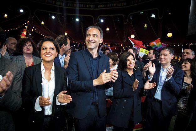 Najat Vallaud-Belkacem et Anne Hidalgo avec Raphael Glucksmann, tête de liste Envie d'Europe