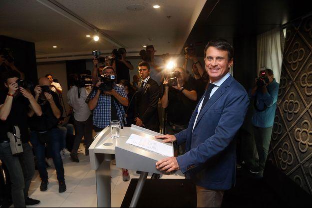 Manuel Valls à Barcelone, lors de sa première conférence de presse de candidat aux municipales, le 26 septembre.