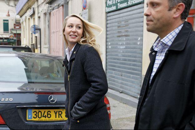 La députée du Vaucluse Marion Mérachal-Le Pen sur le chemin de la mairie de Carpentras, dimanche 22 mars.