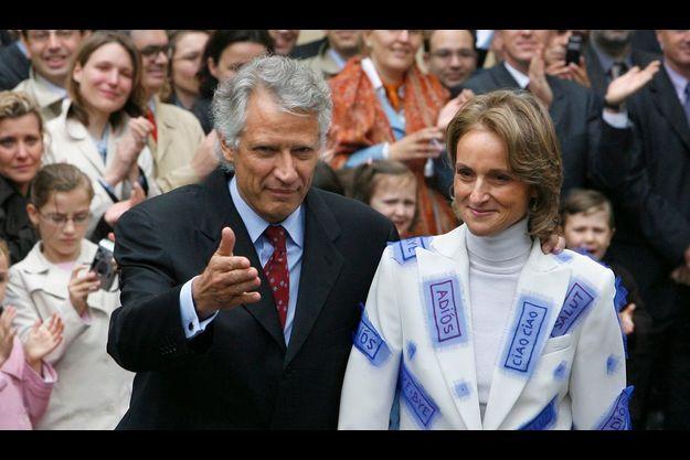 Le 17 mai 2005, jour de la passation de pouvoir entre Fillon et Villepin : L' épouse du Premier ministre sortant avait, en ce jour de départ, créé l'événement avec une veste du créateur Franck Sorbier.