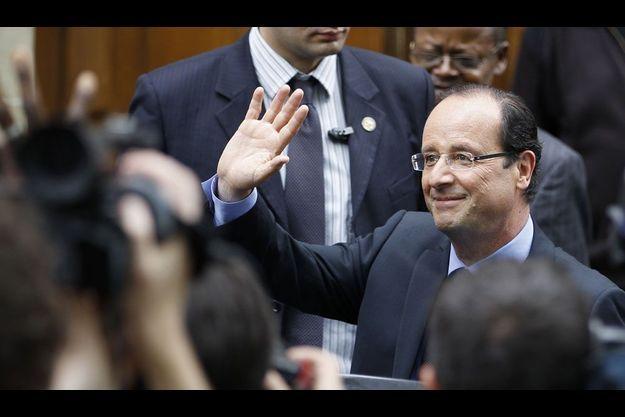 François Hollande devant son QG de campagne à Paris.