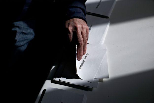 Un bureau de vote à Lille, le 23 avril 2017.