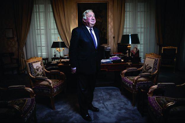 Dans son bureau, au palais du Luxembourg.