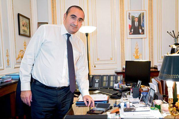 Le ministre Laurent Nunez, Secretaire d'Etat auprès du ministre de l'intérieur dans son bureau.