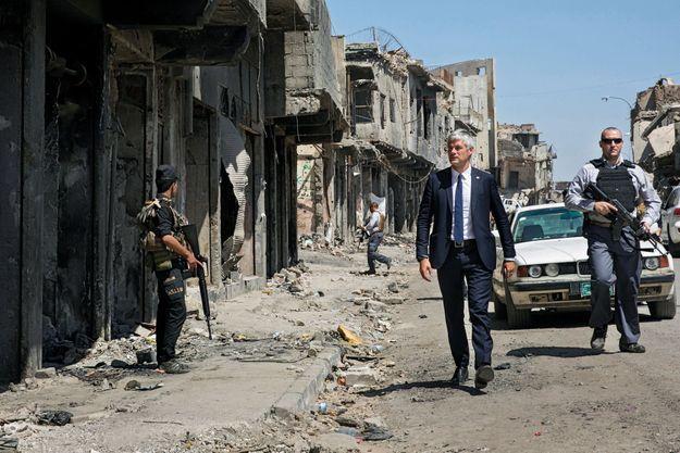 Laurent Wauquiez A Ras Al-Koor, dans la vieille ville de Mossoul, le 6 juin. Presque un an après la libération de la ville des mains de l'Etat islamique.