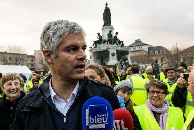 """Laurent Wauquiez est venu soutenir les """"gilets jaunes"""" samedi dans son fief du Puy-en-Velay."""