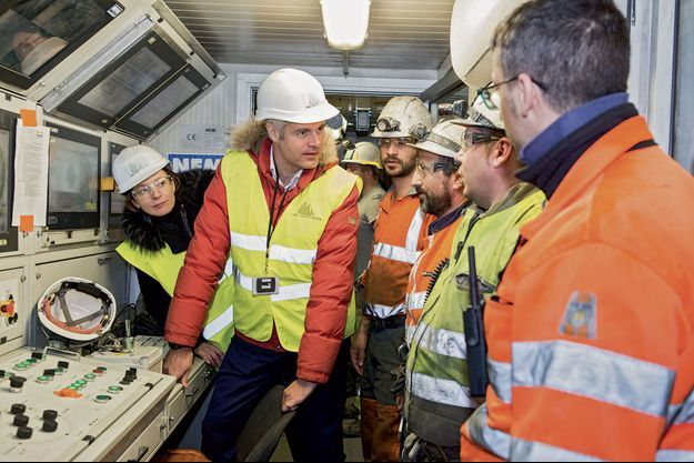 Lundi 26 février. Laurent Wauquiez, président de la région Auvergne-Rhône-Alpes, sort du tunnel… pour visiter le site de la «descenderie» à Saint-Martin-de-la-Porte, dans la vallée de la Maurienne.