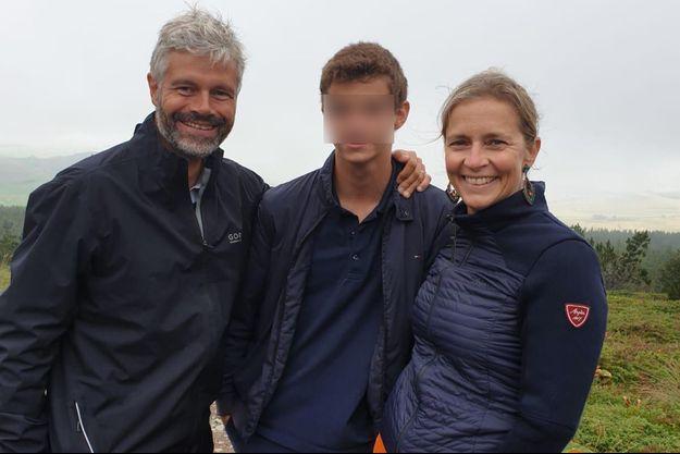 Laurent Wauquiez, dimanche avec son fils et son épouse au Mont Mézenc.
