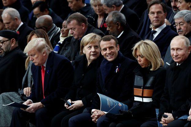 Emmanuel Macron, au centre, lors des commémorations de l'armistice du 11 novembre 1918.