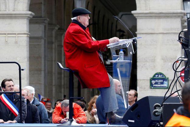 Jean-Marie Le Pen, lundi, place de Pyramides, à Paris.