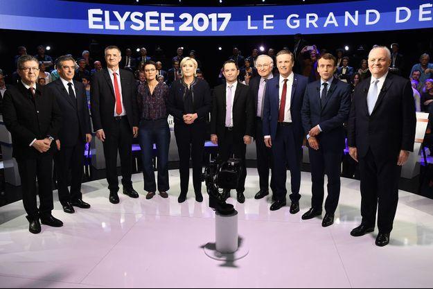 """Les candidats sur le plateau du """"Grand débat"""" de BFMTV et CNews, mardi, à La Plaine-Saint-Denis. Philippe Poutou n'a pas souhaité poser pour la photo."""