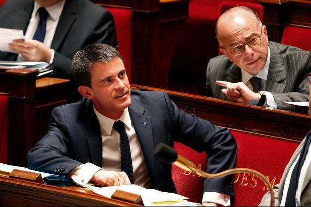 Manuel Valls à l'Assemblée nationale. Le livre révèle qu'il est notamment issu d'une famille de banquiers ruinés.