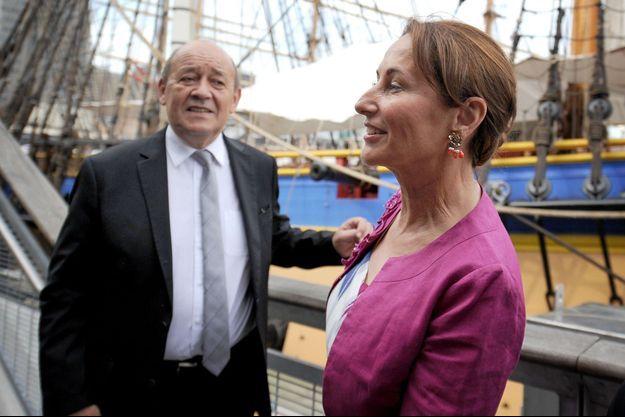 Jean-Yves Le Drian et Ségolène Royal devant l'Hermione à New York.