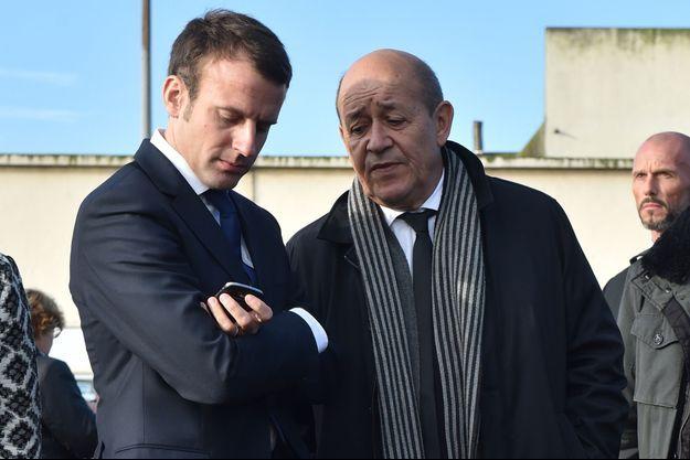 Emmanuel Macron et Jean-Yves Le Drian, en octobre 2015.