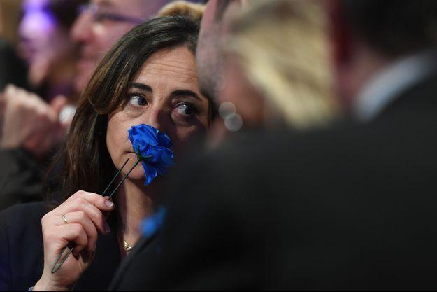 La détresse d'une supportrice de Marine Le Pen à son QG.