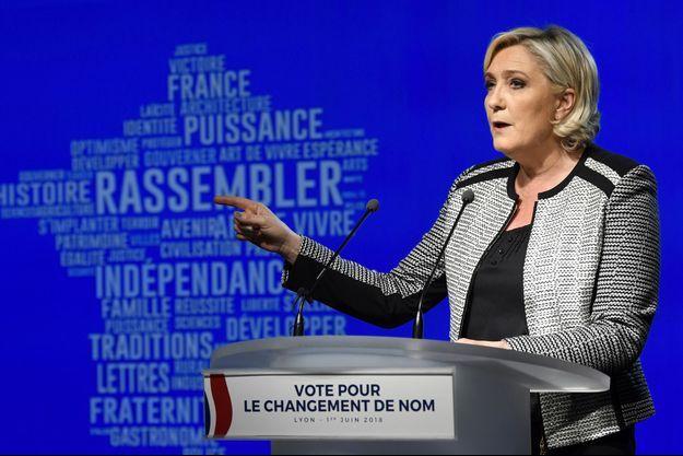 Marine Le Pen vendredi à Bron, près de Lyon.
