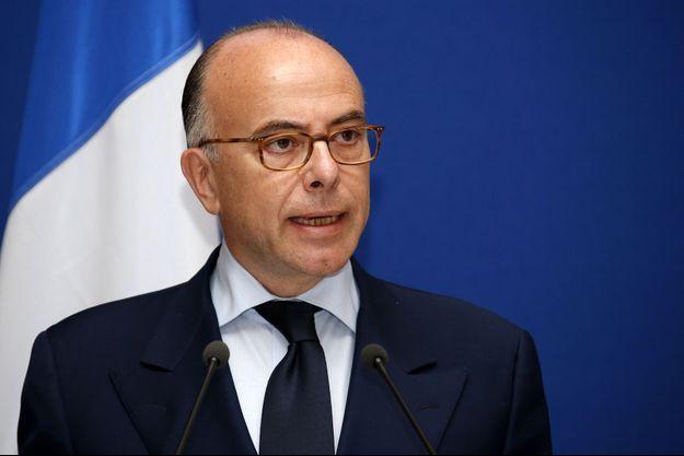 """""""La lutte contre les terroristes s'accomplira en France mais aussi partout en Europe sans trêve ni pause"""", promet Bernard Cazeneuve."""