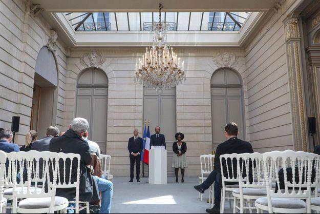 Edouard Philippe à l'Elysée, mercredi, avec Sibeth Ndiaye et Franck Riester.