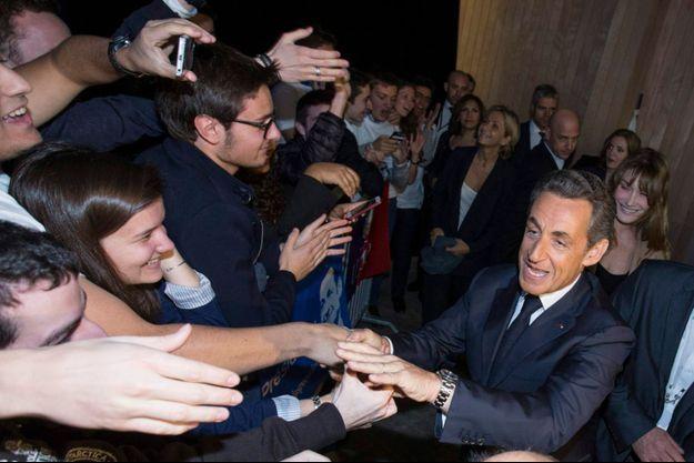 Nicolas Sarkozy à son arrivée, porte de Versailles, vendredi. Il est suivi notamment de Carla Bruni, Nathalie Kosciusko-Morizet et Valérie Pécresse.