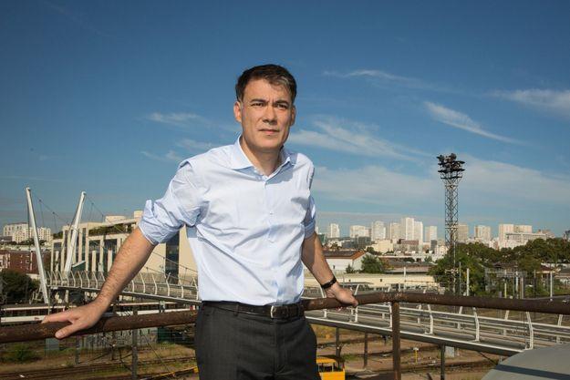 Olivier Faure, premier secrétaire du PS, sur la terrasse des nouveaux locaux du parti à Ivry-sur-Seine (94).