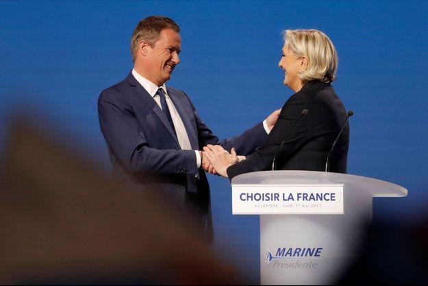 Nicolas Dupont-Aignan et Marine Le Pen lundi à Villepinte.