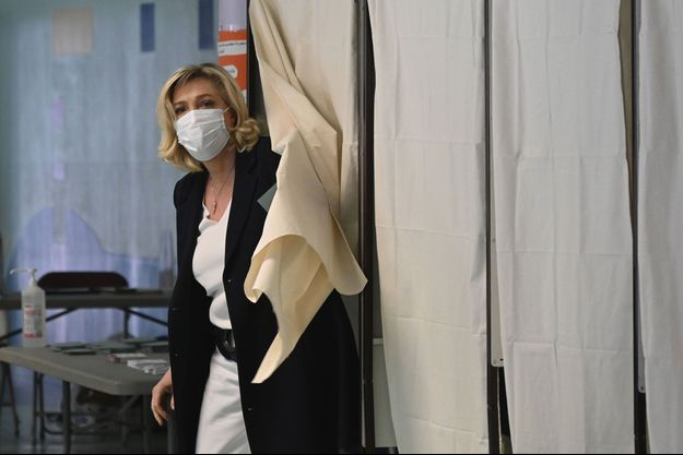 Marine Le Pen vote à Hénin-Beaumont, dimanche dernier.