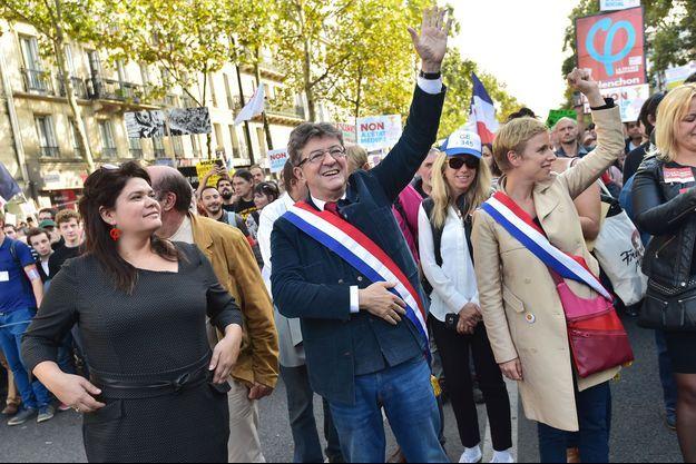 Raquel Garrido (à gauche) et Jean-Luc Mélenchon (au centre), le 23 septembre à Paris.