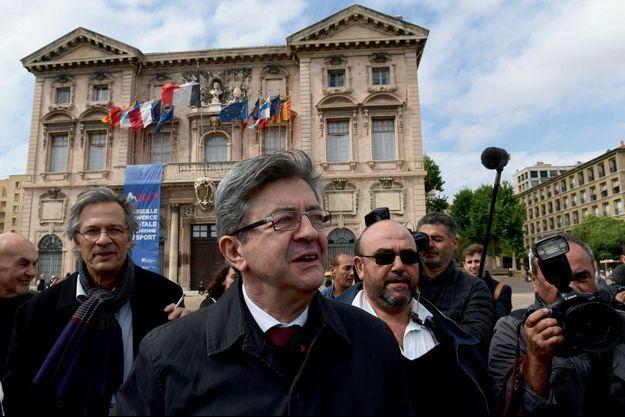 Jean-Luc Mélenchon devant l'hôtel de ville de Marseile, le 11 mai.